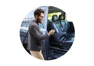 súbete al shuttle dinámico celering movilidad sostenible personas